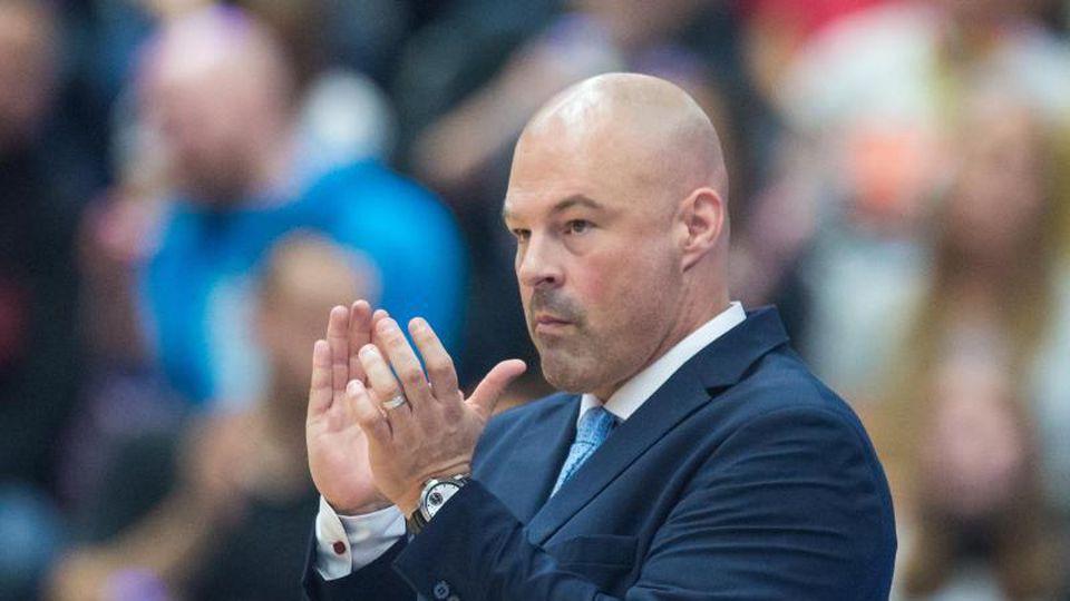 «Гамбург» объявил об увольнение тренера Майка Тэйлора