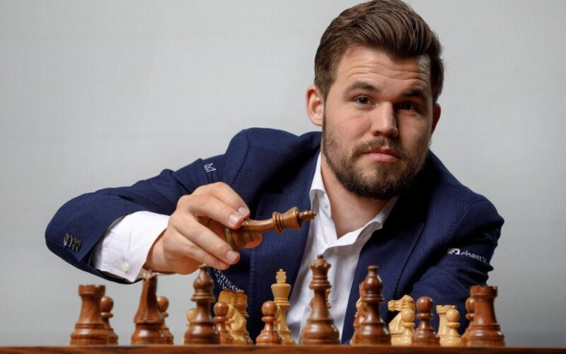Карлсен стал первым полуфиналистом Кубка мира по шахматам